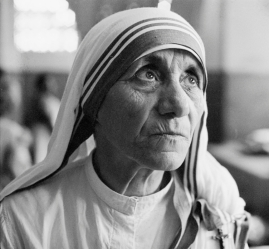 mother-teresa-1910---1997-at-a-hospice-for-the-destitute-and-dying-in-kolkata-calcutta-india-1969-photo-by-terry-fincherhulton-archivegetty-images.jpg